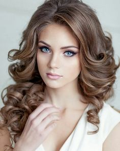 60 Unforgettable Bridesmaid Hairstyles — Get Inspired! Check more at http://hairstylezz.com/best-bridesmaid-hairstyles/