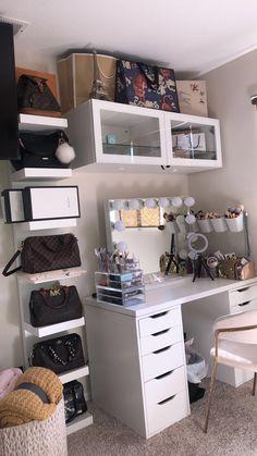 Cute Bedroom Decor, Room Design Bedroom, Room Ideas Bedroom, Home Bedroom, Bedrooms, Dressing Room Decor, Beauty Room Decor, First Apartment Decorating, Aesthetic Room Decor