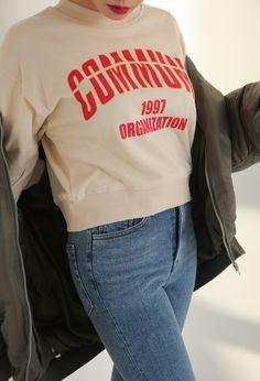 ラッフルフリルポイントロゴスウェット   レディース・ガールズファッション通販サイト - STYLENANDA Style Streetwear, Streetwear Fashion, Tee Shirt Designs, Tee Design, Girls Tees, Shirts For Girls, Buy T Shirts Online, Fashion Graphic, Graphic Shirts
