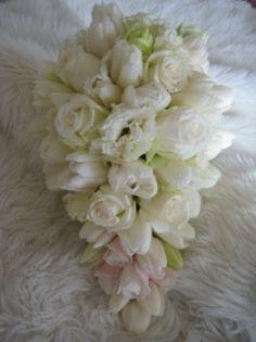 Gorgeously delicate teardrop bouquet