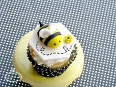 How to Make a Fondant Bumble Bee: A Free Tutorial on Craftsy!
