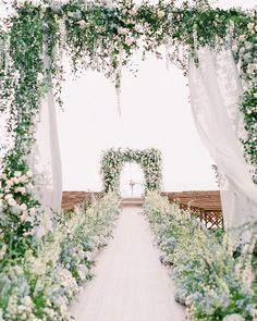 Mature extended classy wedding centerpieces my website Wedding Aisles, Wedding Reception Planning, Wedding Ceremony Decorations, Wedding Table Centerpieces, Wedding Venues, Decor Wedding, Centerpiece Ideas, Wedding Gazebo, Wedding Ceremony Backdrop