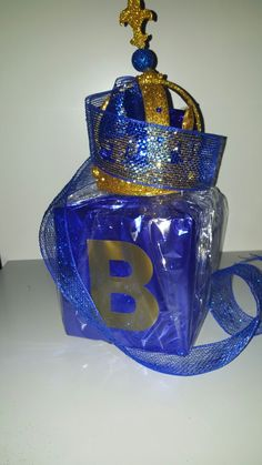 Attractive Gold Crown On A Baby Block Centerpiece   Royal Blue U0026 Gold
