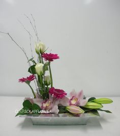 art floral : Tous les messages sur art floral - Page 19 - Closcrapflower Summer Flower Arrangements, Ikebana Flower Arrangement, Table Arrangements, Floral Arrangements, Art Floral, Deco Floral, Floral Design, Flower Garden Plans, Flowers Garden