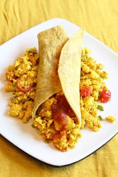 Vegans, vegetarians and those allergic to eggs - rejoice! The perfect tofu scramble recipe is right here. Scrambled Tofu Recipe, Tofu Scramble, Savoury Dishes, Vegans, Vegetarian Recipes, Spices, Healthy Eating, Ethnic Recipes, Plant Based