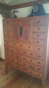 Afbeeldingsresultaat voor kastenwand van oude kasten Dresser, Furniture, Home Decor, Powder Room, Stained Dresser, Interior Design, Home Interior Design, Dressers, Arredamento