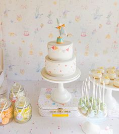 This Clown Party by Peace of Cake is simply adorable. Such a cute idea for a kids party or baby shower!