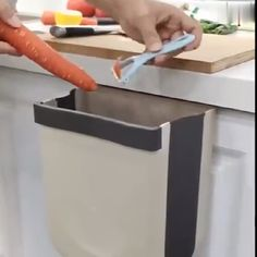 New creative folding wall-mounted design, very suitable for kitchen cabinet! 😍🔥👌 ✨ Say goodbye to bend throwing away kitchen garbages ✨ gadgets Keeps kitchen clean and tidy! Cool Kitchen Gadgets, Home Gadgets, Kitchen Hacks, Diy Kitchen, Cool Kitchens, Kitchen Decor, Kitchen Design, Bedroom Gadgets, Office Gadgets