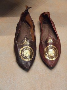 Feel like a Byzantine King & Queen (at home!) with Byzantine shoes from the… Medieval Clothing, Historical Clothing, Vintage Shoes, Vintage Outfits, Objets Antiques, Early Middle Ages, Byzantine Art, Old Shoes, Ancient Artifacts