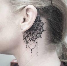 ¿Qué tal una mandala con rasgos delicados?   19 Tatuajes lindísimos que se verán perfectos en tus orejas Bff Tattoos, Peace Tattoos, Bestie Tattoo, Time Tattoos, Finger Tattoos, Body Art Tattoos, Neck Tattoos Women, Tattoos For Women Small, Small Tattoos