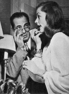 Humphrey Bogart and Lauren Bacall on the set of Dark Passage, 1947 Hollywood Couples, Hollywood Icons, Golden Age Of Hollywood, Hollywood Stars, Classic Hollywood, Old Hollywood, Hollywood Glamour, Hollywood Actresses, Lauren Bacall
