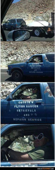 Por una carretera cualquiera de USA... Recuperación y servicio de reparación de OVNIS...