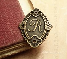 6pc of Antiqued Bronze Initial  Letter R Oval by CMVision on Etsy