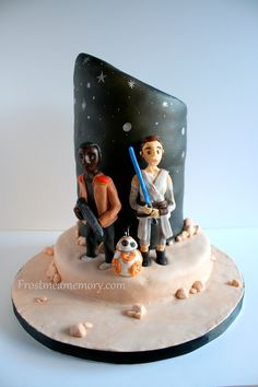 Star Wars The Force Awakens cake. Hand sculpted fondant Finn, Rey, and BB-8. #frostmeamemory