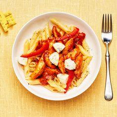 Kycklingpasta med mozzarella | Recept ICA.se Mozzarella, Kung Pao Chicken, Chicken Wings, Food Porn, Meat, Ethnic Recipes, Money, Drinks, Baby