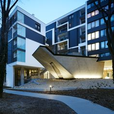 Gallery - Residential and Nursing Home Simmering / Josef Weichenbrger Architects + GZS - 8