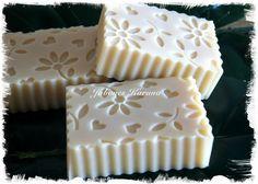 Jabón de leche de cabra. Goat milk soap.