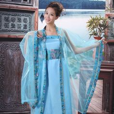 Ancient China Clothing, Chinese Clothing, Hanfu, Traditional Dresses, Character Inspiration, Medieval, Kimono Top, Sari, Asian