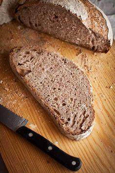 Pan de vino tinto y masa madre