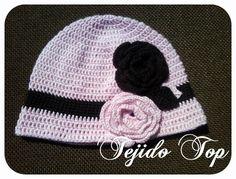 Gorro con solera tejido a Crochet, disponible en lana y algodón.