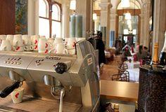 Innenraum des Cafés Espresso Machine, Vienna, Coffee Maker, Kitchen Appliances, Home, Room Interior, Espresso Coffee Machine, Coffee Maker Machine, Diy Kitchen Appliances