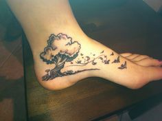 Nice! @ tattoo Dagmar Love this tree, mountains behind and frame