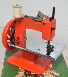 US $159.00 Used in Collectibles, Sewing (1930-Now), Machines