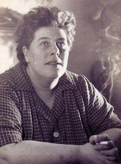 """Colette Magny * (1926 - 1997) """"Melocoton où elle est maman ? j'en sais rien viens donne-moi la main"""""""