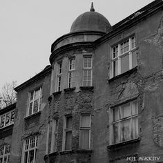 Szkoda takiego tynku. #kamienica #Sopot #igerspoland #igersgdansk #architektura #architecture #blacknwhite #bw #blackandwhite #monochrome #monochromatic #loves_sopot #asia3city