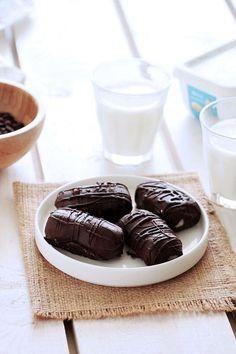 Εύκολα σπιτικά bounty που φτιάχνονται χωρίς ζαχαρούχο γάλα, κρέμα γάλακτος ή ζάχαρη! Και που επιπρόσθετα είναι αρκούντως υγιεινά και πολύ λαχταριστά!