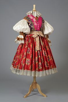 Czech folk costume, early 20th century, Collection of the Kent State University Museum, KSUM 1995.17.575 a-e.