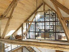 Bureau sous les toits, charpente en bois & verrière... sublime !