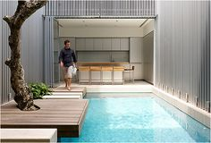 The designer and architect of the production of New Orleans, Stefan Beese, created an elegant swimming pool in the backyard of the steel bins that were reused a few years ago, and have since been swimming in eco-friendly fame. Swiming Pool, Small Swimming Pools, Luxury Swimming Pools, Luxury Pools, Small Pools, Dream Pools, Swimming Pools Backyard, Pool Landscaping, Dumpster Pool