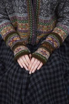 SHETLAND Shetland collection--Marie Wallin History of Knitting Yarn rotating, weaving and sewing jobs such as for instance BC. Tejido Fair Isle, Punto Fair Isle, Motif Fair Isle, Fair Isle Pattern, Fair Isle Chart, Easy Knitting Projects, Knitting Tutorials, Knitting Ideas, Beanies