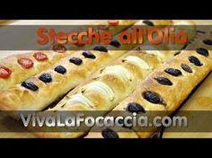 Ricetta Stecche di Pane Semplici con Pomodori, Olive e Cipolle - YouTube