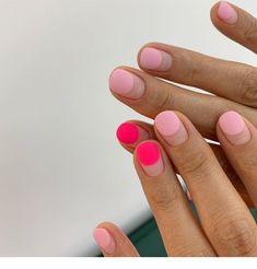 Coral and pink short nails - ChicLadies.uk - Coral and pink short nails – ChicLadies.uk Coral and pink short nails – ChicLadies. Minimalist Nails, Ten Nails, Nail Polish, Nail Games, Nagel Gel, Nail Inspo, Short Nails, Beauty Nails, Diy Beauty