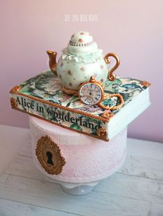 Alice in Wonderland wedding cake by Carmen - http://cakesdecor.com/cakes/206434-alice-in-wonderland-wedding-cake