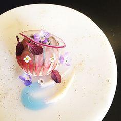 Angel Mackerel - SABA(Mackerel) Sashimi,caper powder,purple cabbage broth and garlic sauce with garden flowers. by Tadashi Takayama on IG #plating #gastronomy
