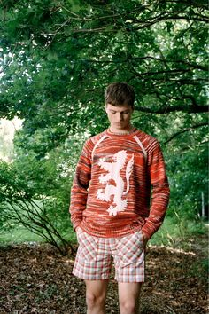 Pringle of Scotland Spring 2019 Menswear Fashion Show Collection: See the complete Pringle of Scotland Spring 2019 Menswear collection. Look 3 Scotland Men, Pringle Of Scotland, Summer Sweaters, Mens Trends, Fashion Show Collection, Mens Fashion, Fashion Trends, Paris Fashion, Printed Shirts