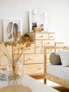 IKEA Sterreich Inspiration Wohnzimmer Holz Kommode PS Leuchte TISDAG