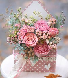 """The Boulevard of dreams"" — vintagestoriesandstyle: Letter in a vintage style Flower Box Gift, Flower Boxes, My Flower, Flowers In A Box, Bouquet Flowers, Ikebana, Frühling Wallpaper, Arte Floral, Color Rosa"