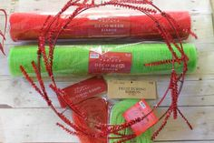 Christmas Mesh Wreath - great step-by-step tutorial!