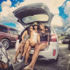 #KiaNow MT @themichellewie Felt like my #Kia #Sorento did a good job at the @dariusrucker tailgate #iLoveMyKia