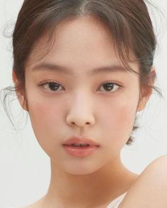 W Korea Blackpink Jennie 💫🌟✨💎 Korean Natural Makeup, Asian Makeup, Korean Makeup, Eye Makeup, Hair Makeup, Korean Skincare, Natural Beauty, Japanese Makeup, Celebrity Makeup Looks