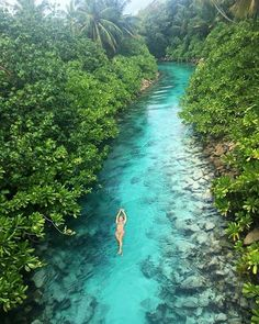 A hidden stream of water in the Maldives islands / travel inspiration