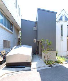 ガルバリュウム鋼板波板の外壁=倉庫のような素っ気ない家