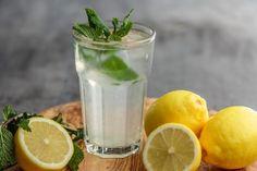 Hoe laat je je kinderen voldoende water drinken? Zelf limonade maken natuurlijk!