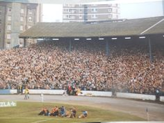 Chelsea's infamous Shed terrace, v Man Utd Chelsea Football, Chelsea Fc, Football Stadiums, Football Fans, Charlton Athletic Fc, Stamford Bridge Chelsea, Nostalgic Pictures, Football Casuals, Soccer Pictures