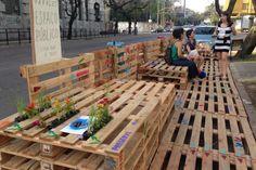 Estudantes da UFRGS instalam parklet em frente à Faculdade de Arquitetura André Mags/Agência RBS