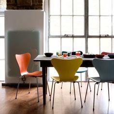 Queste sedie di Arne Jacobsen sarebbero perfette con il tavolo nuovo...